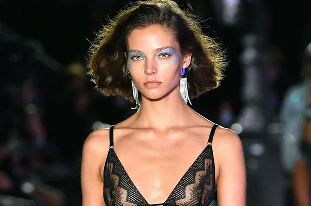 Неделя моды в Париже: Алеся Кафельникова, Сидни Бруна, Тилан Блондо на показе Etam