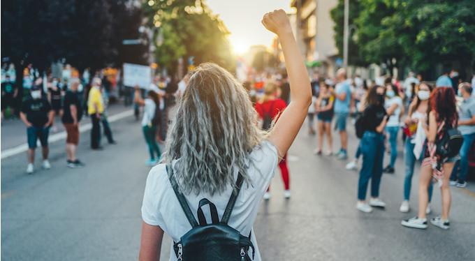 Феминизм: реальная поддержка женщин или скрытая игра в пользу мужчин?
