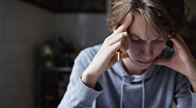 Зачем подростки причиняют себе боль