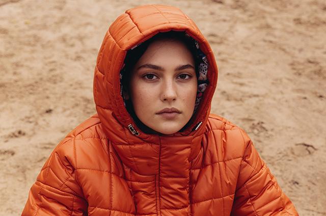 Утепляемся: выбираем верхнюю одежду в новых лукбуках