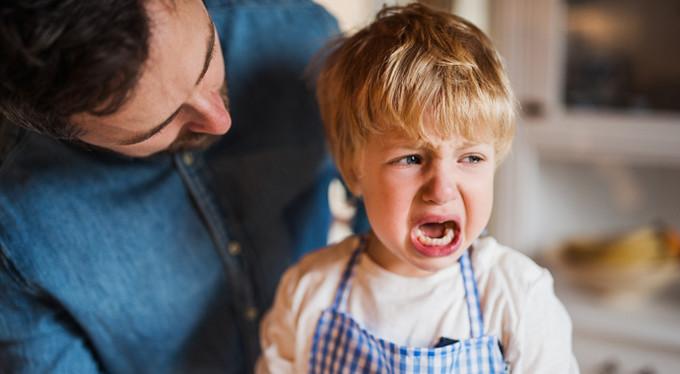 «Не плачь!»: как не надо реагировать на чувства детей