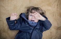 Как отучить ребенка ныть