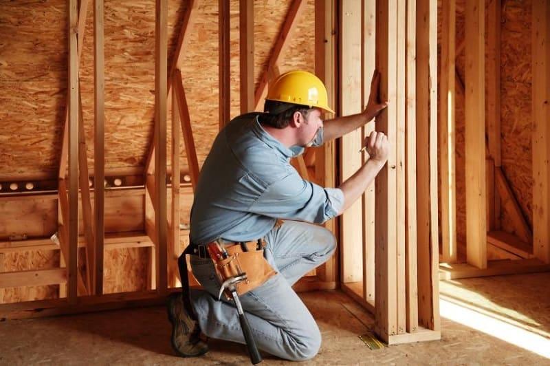 Почему стоит нанять профессионального плотника?