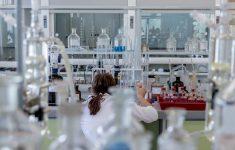 В Китае предложили проверить лаборатории США на предмет происхождения covid-19
