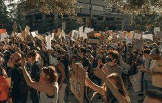 Тихие протесты против локдауна захватили всю Австралию