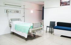 Каждый день в США госпитализируют по 100 000 человек с коронавирусом