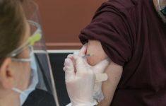 Каждый 200-й умирающий от ковида полностью вакцинирован