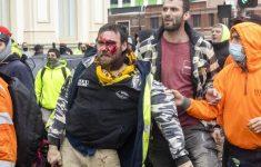 Измученные карантином жители Мельбурна воюют с полицией