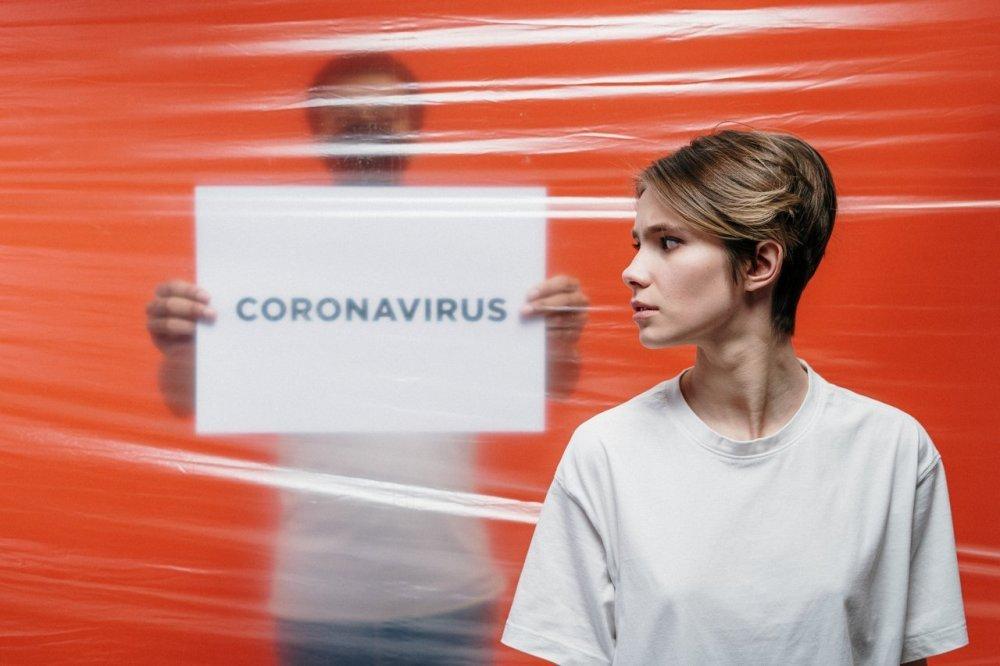 Эпидемия COVID-19 не закончится ещё полтора года