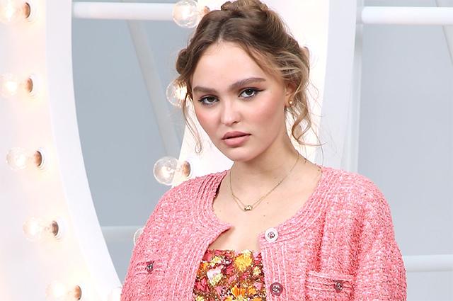 Неделя моды в Париже: Ванесса Паради, Лили-Роуз Депп, Марион Котийяр, Марго Робби и Кристен Стюарт на показе Chanel