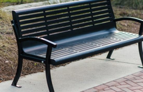 Плюсы металлических скамеек